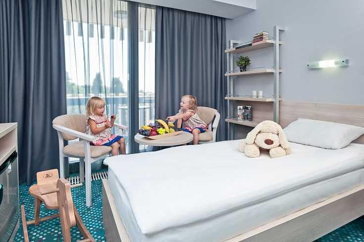 Стандарт улучшенный с тремя кроватями в Отель Yalta Intourist