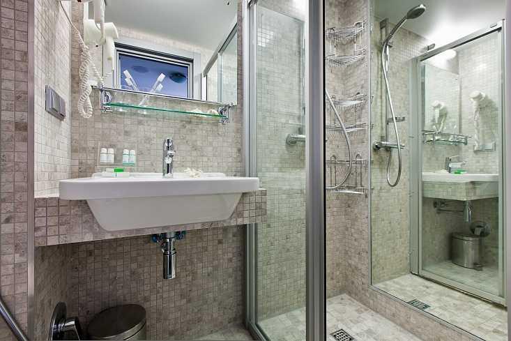 Стандарт улучшенный с одной кроватью и диваном в Отель Yalta Intourist