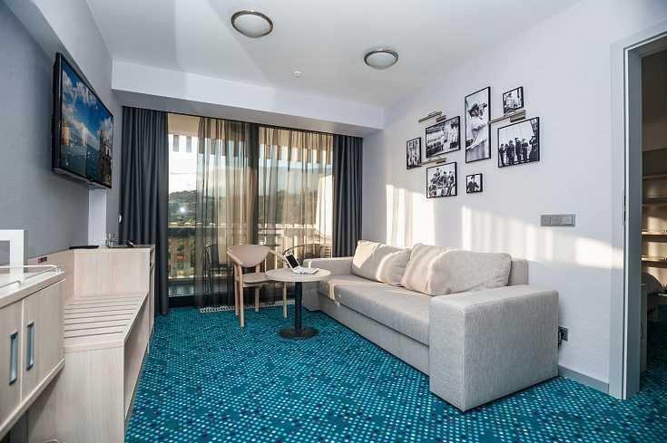 Люкс двухкомнатный в Отель Yalta Intourist