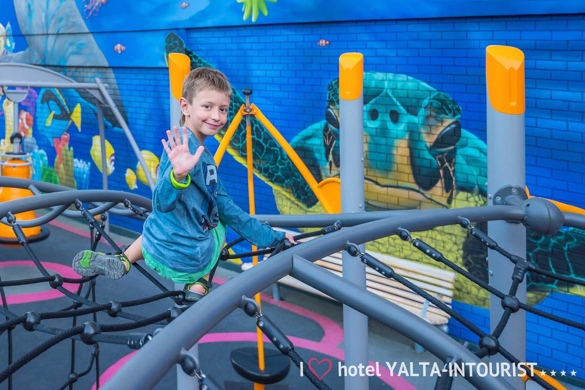 Детская площадка в Отель Yalta Intourist