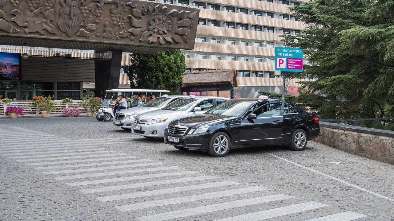 Парковка в Отель Yalta Intourist