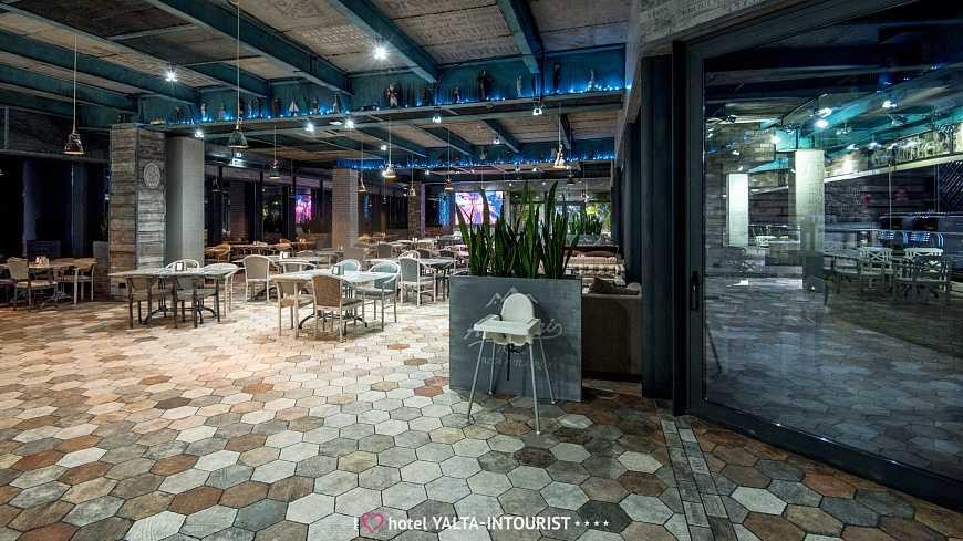 Ресторан «Ай-Петри» в Отель Yalta Intourist