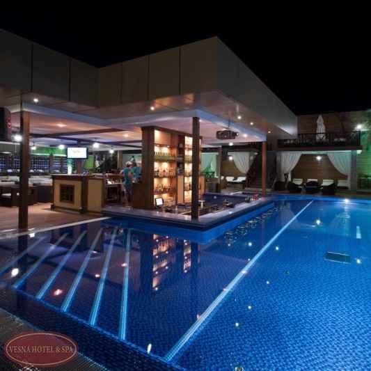 Бассейн в Отель «Volna Resort & SPA»