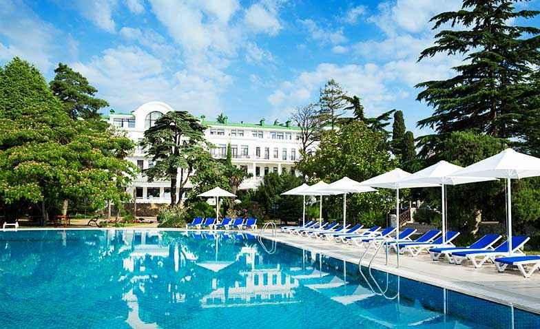 Бассейн с подогревом в Riviera Sunrise Resort&SPА
