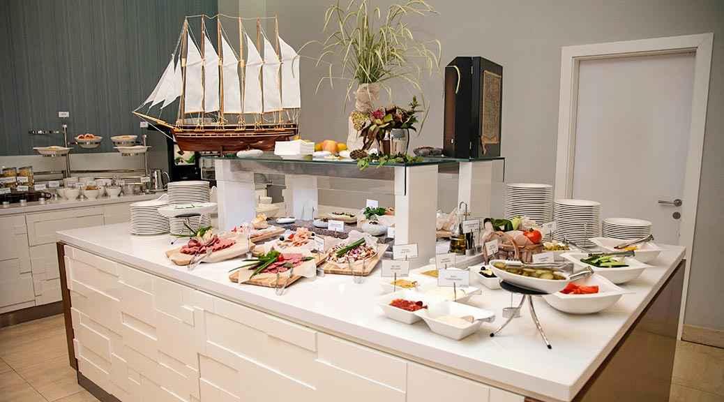 Шведский стол в Riviera Sunrise Resort&SPА