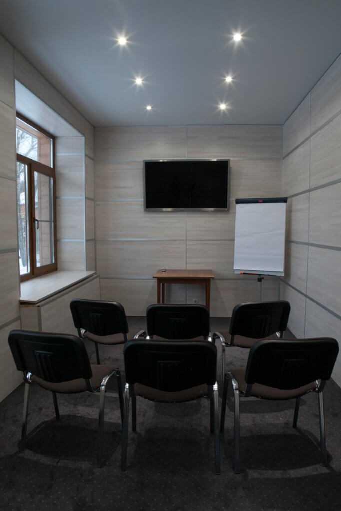 3 переговорные комнаты «Плутон», «Меркурий», «Эрида» в Парк-отель «Солнечный»