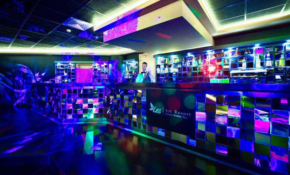 Ночной клуб «SIX» в Парк-отель LES Art Resort