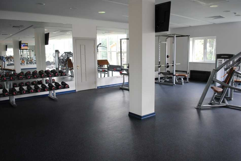 Тренажерный зал в Парк-отель LES Art Resort