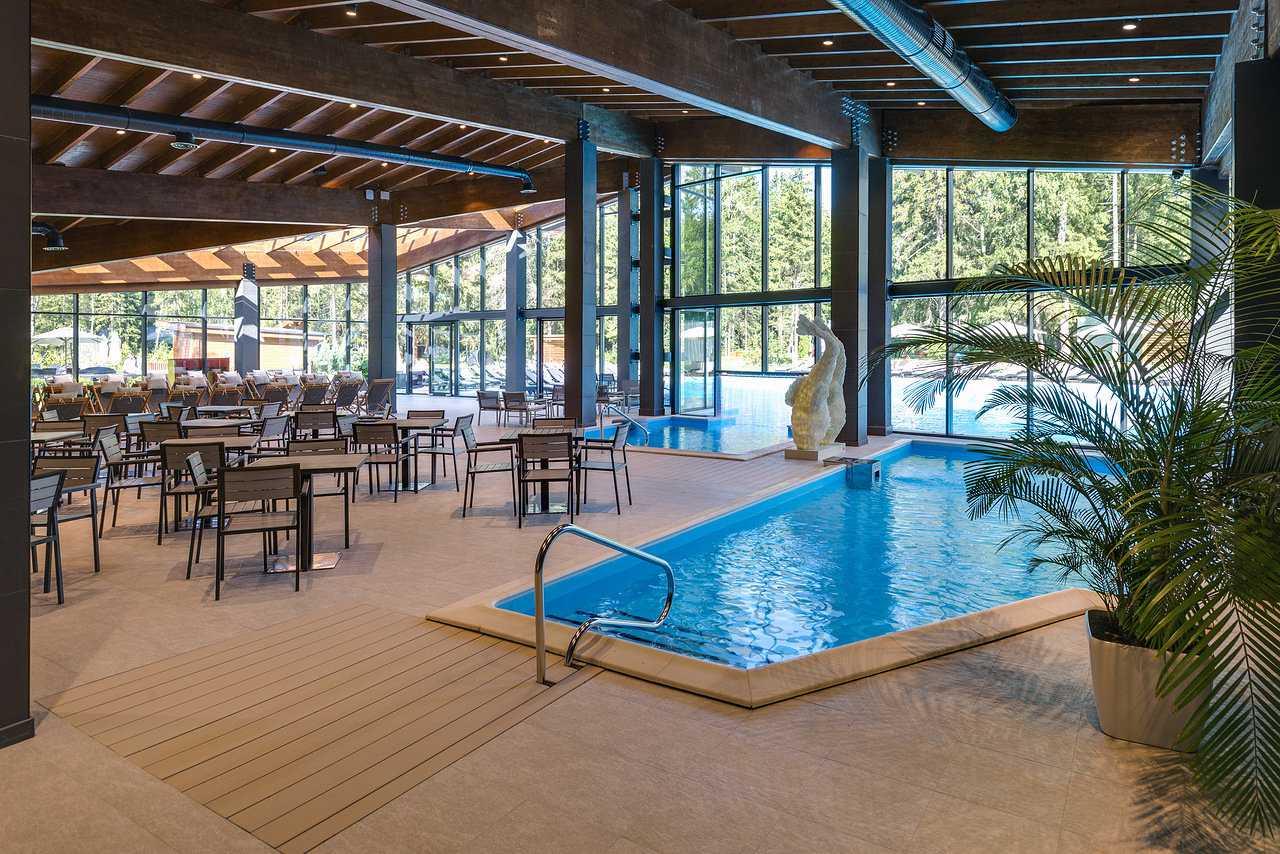 Детский бассейн в Парк-отель LES Art Resort