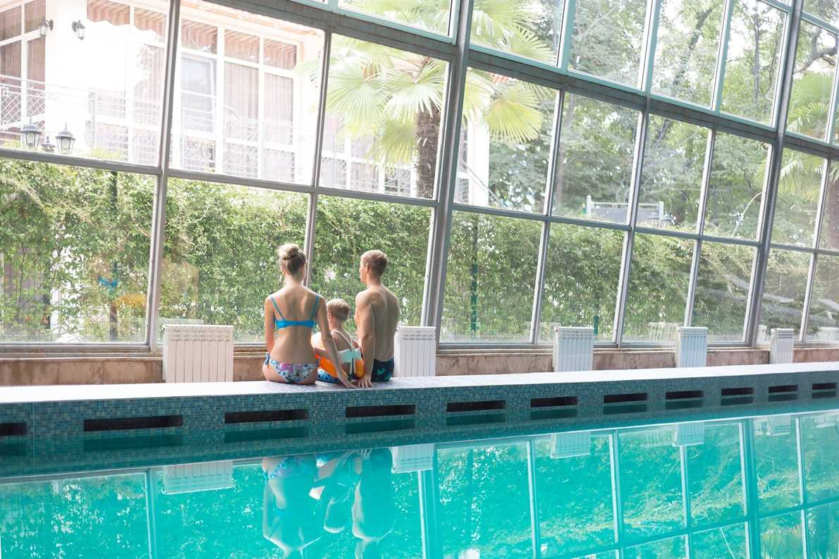Крытый бассейн в Санаторий Актер