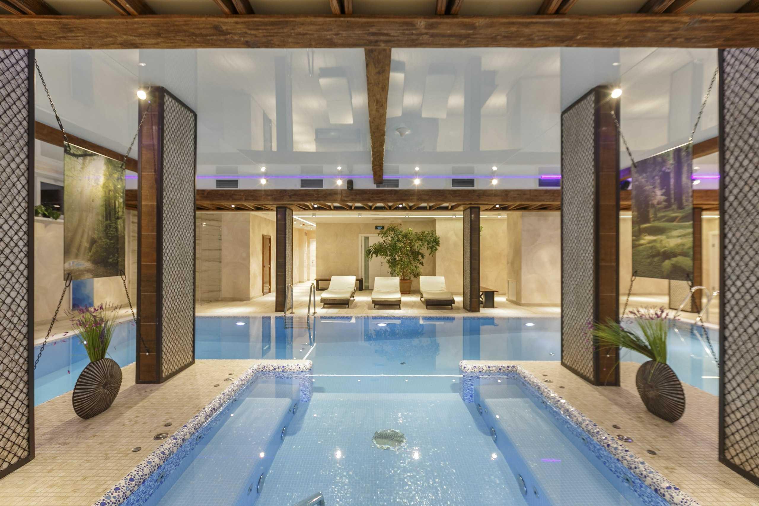 Гидромассажный бассейн в Парк-отель Орловский