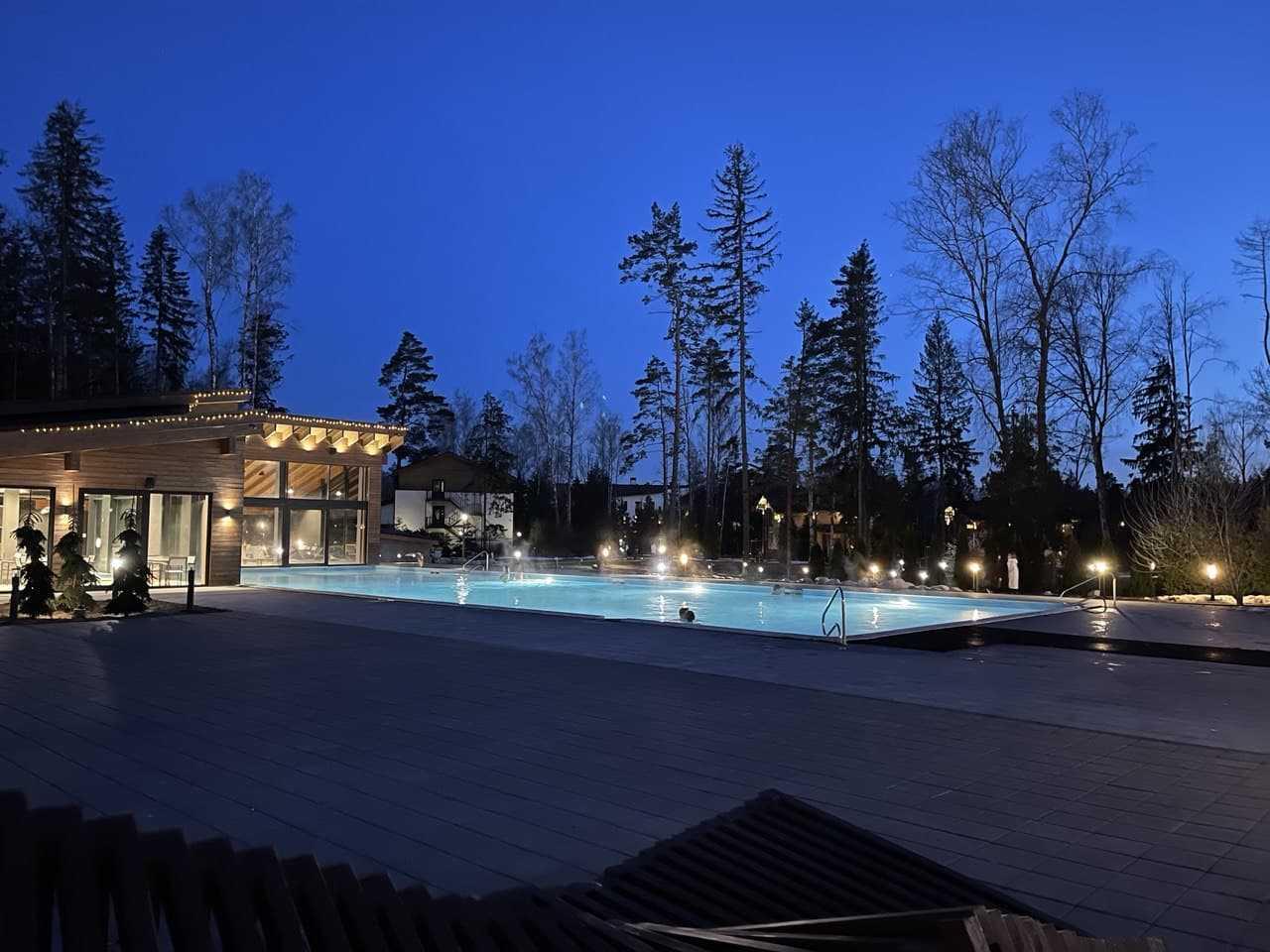 Открытый бассейн в Парк-отель LES Art Resort